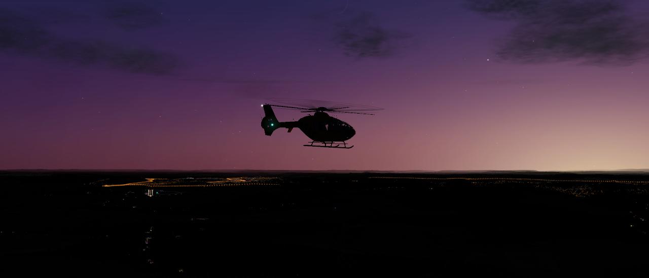 EC 135 V4 in der Abendstimmung